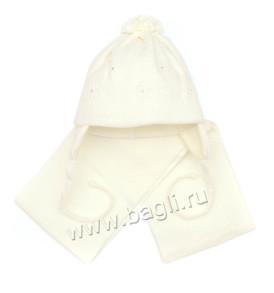 Фото: Вязаная белая шапка Grans для девочки